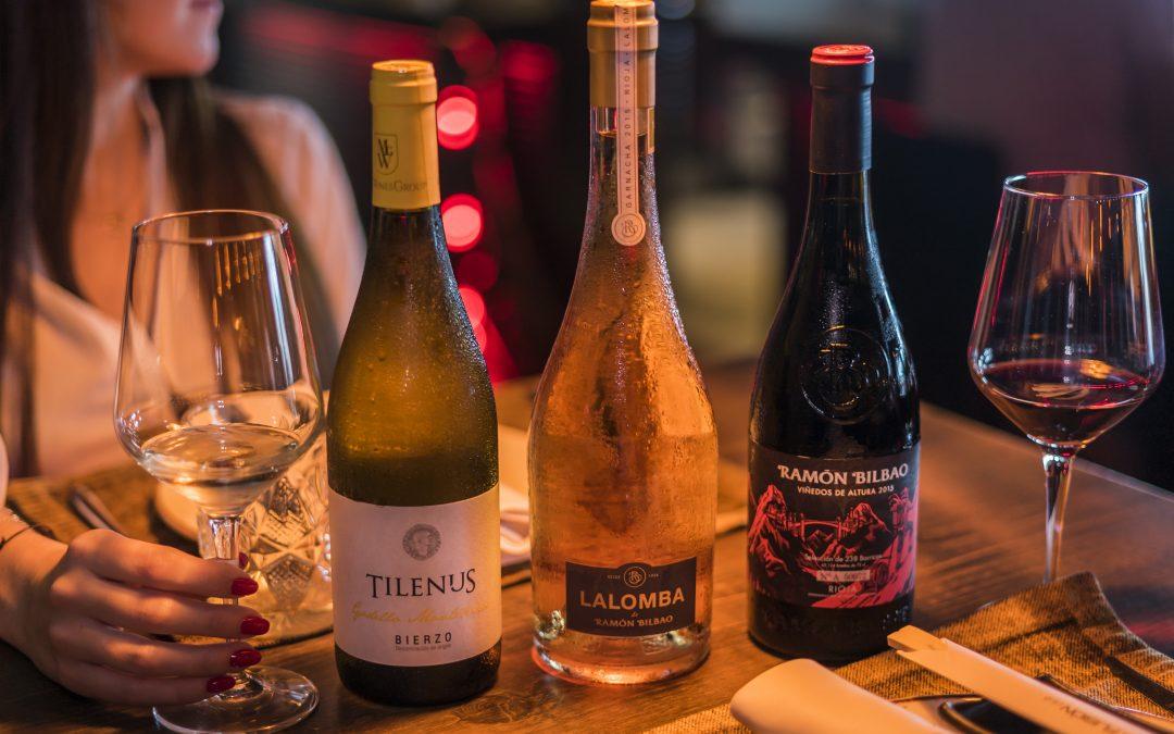 Nuevo vino blanco, vino tinto y vino rosado